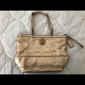 Gold coach handbag H1120-F18877